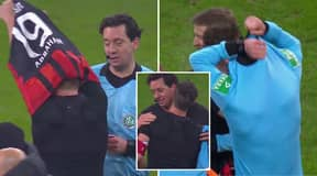 David Abraham Swapped Shirts With A Referee After His Final Bundesliga Game