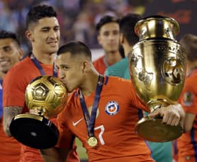 Alexis Sanchez Shows Off Injury After Copa America Victory