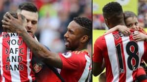 Jermain Defoe Carries Bradley Lowery Onto Pitch Before Swansea Clash