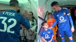 Robin Van Persie Shook Hands With Every Mascot Before Feyenoord Game