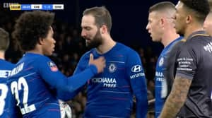 Chelsea Fans Shocked At What Happened Between Willian And Higuaín Before The Penalty