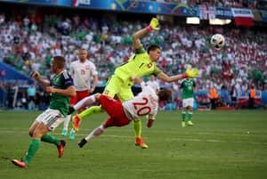 Wojciech Szczesny Shows Off Injury That Kept Him Out Of Poland Game