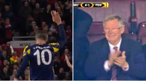 Robin van Persie's Incredible Ovation On His Old Trafford Return