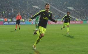 Hector Bellerin Left Stunned by Mesut Ozil's Amazing Winner