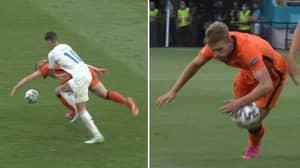 Matthijs De Ligt Sent Off For Handball In Netherlands vs Czech Republic