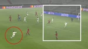 Neymar Transforms Into Football's Ultimate Playmaker With One Touch Cross-Field Assist