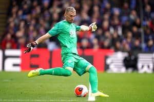 Vicente Guaita Saves Upset Child After Being Bullied For Wearing A Crystal Palace Kit