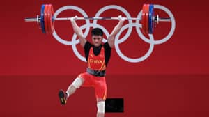 Chinese Weightlifter Li Fabin Wins Gold After Lifting 166kg On One Leg