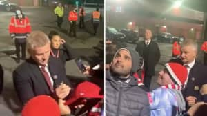 Ole Gunnar Solskjaer Still Signed Autographs After Manchester United's Defeat To Liverpool