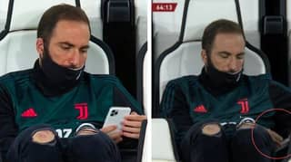 Gonzalo Higuain Was Casually Chilling On His Phone During Juventus vs AC Milan Last Night