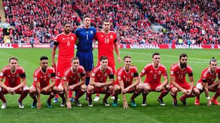 The Reason Why Wales Line-Up Like This ^ For Team Photos