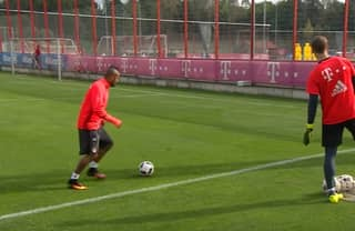 WATCH: Arturo Vidal Pulls Off Daft Trick Shot in Bayern Training