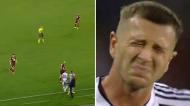 Juventus Manager Massimiliano Allegri Kicks Federico Bernardeschi, It Looks Like It Genuinely Hurt