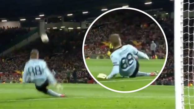 Manchester United Fans Taunt Simon Mignolet With Steven Gerrard Chant