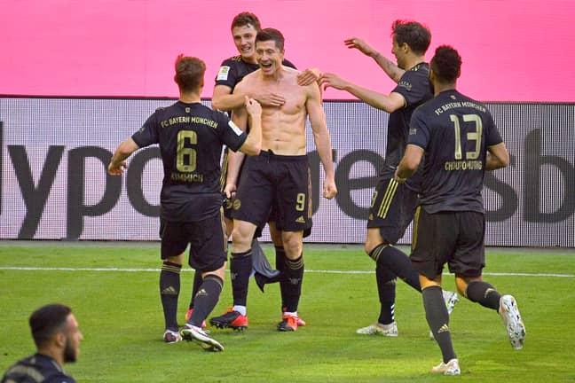 Lewandowski célèbre après avoir battu un record de Bundesliga le dernier jour de la saison.  Image: Images de l'AP