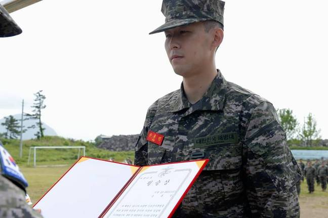Son receiving an award. (Image Credit: South Korea Military Corps/Facebook)