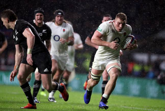 Underhill drives for the line after bamboozling Beauden Barrett but it was all for nothing. Image: PA Images