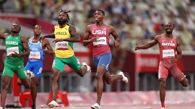 Erriyon Knighton breezing past his opponents in the Men's 200m semi-final (Credit: Twitter/WFLA News)