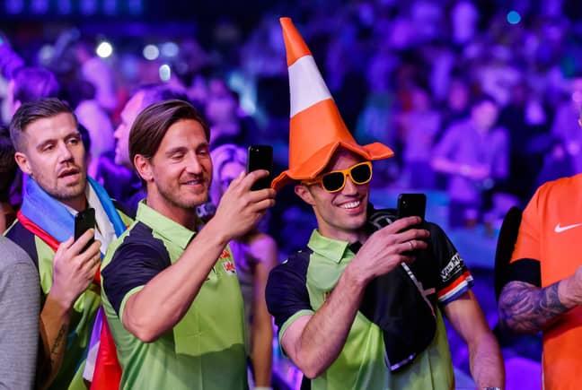 van Persie shows his support to van Gerwen. Image: PA