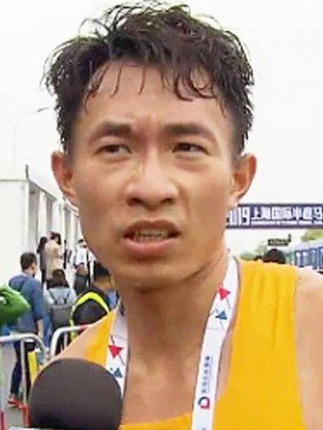 Wu was competing in the Shanghai Half-Marathon when he felt the urge for a number two. Credit: sina.com
