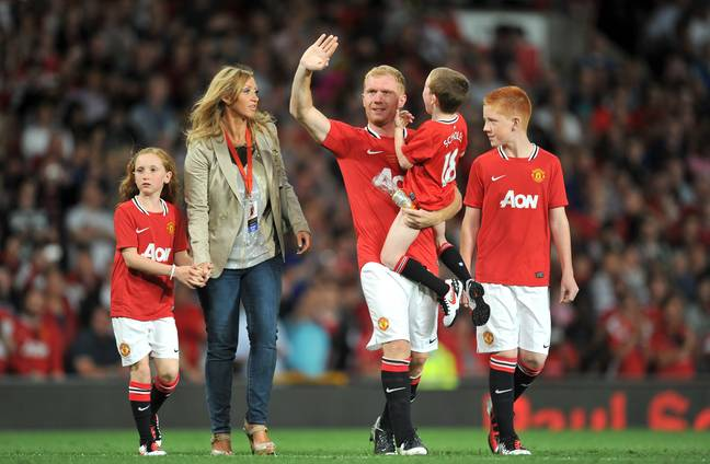 Scholes waves goodbye the first time. Image: PA Images.