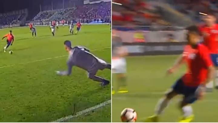 Manchester United's Alexis Sanchez Attempts Panenka Penalty, Fails Miserably