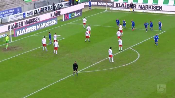 Karlsruher SC Come Up With The Most Bizarre And Creative Corner Kick Routine Ever