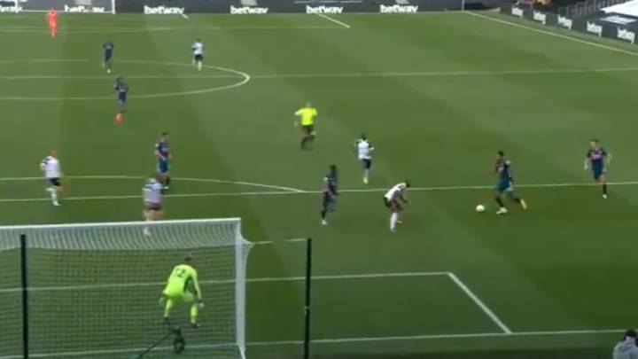 Pierre-Emerick Aubameyang Scores Incredible Team Goal As Arsenal Beat Fulham 3-0