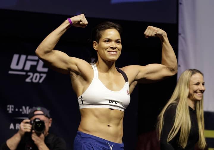 BREAKING: Amanda Nunes Defends UFC Bantamweight Title