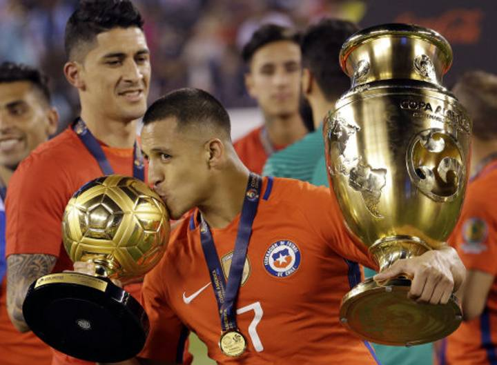 Aresnal And Chile's Alexis Sanchez Reacts To Ballon d'Or Shortlist Snub