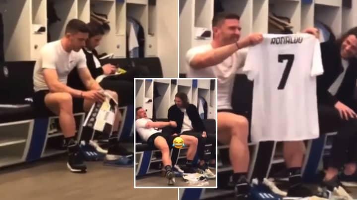 Robin Gosens' Teammate Hilariously Buys Him A Cristiano Ronaldo Jersey After Failed Shirt Swap