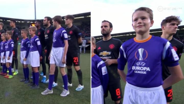 Daniel James Awkwardly Given Tallest Mascot for Man Utd's Clash with AZ Alkmaar