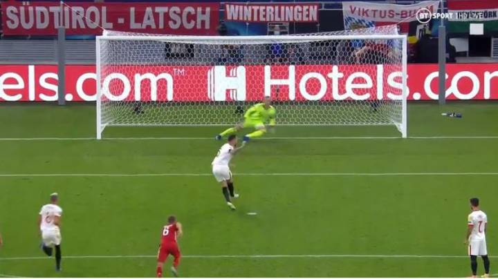 Lucas Ocampos Scores Outrageous No-Look Penalty For Sevilla Against Bayern Munich During Super Cup