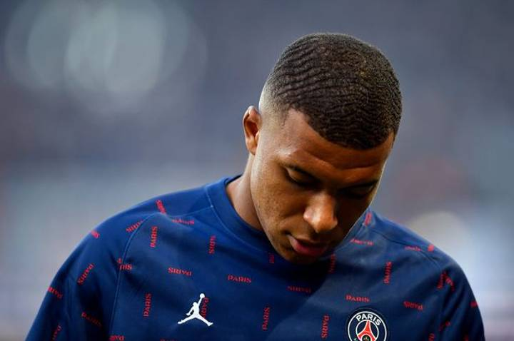Kylian Mbappe Missing From Team Gathering After 'Turning Down PSG Contract'