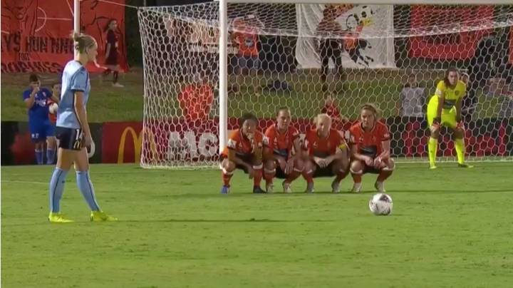Brisbane Roar Women's Team Have The Strangest Free-Kick Wall Routine You'll Ever See