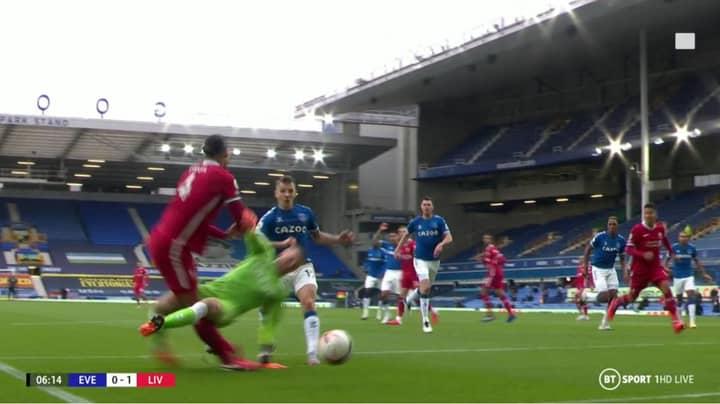 Jordan Pickford Gets Away With Horrific Tackle On Virgil van Dijk During Merseyside Derby