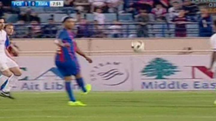 WATCH: Ronaldinho Produces Ridiculous 'No-Look Pass' vs Real Madrid Legends