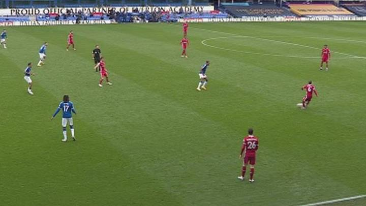 Not Enough People Are Talking About Thiago's Insane No-Look Pass In Stoppage Time Against Everton