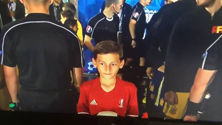 WATCH: Spain Mascot Has Brilliant Reaction To Seeing His Heroes