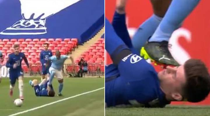 Fernandinho Gets Away With Boot To Mason Mount's Face As He's Lying On Turf