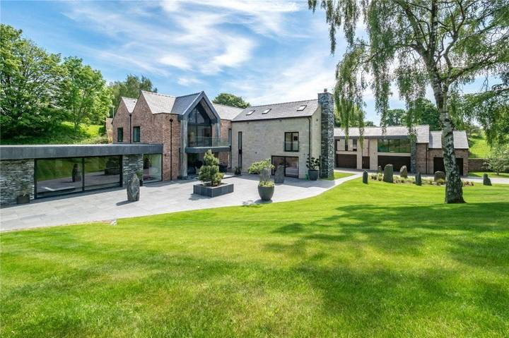 Cristiano Ronaldo Swaps £6 Million Mansion Just Weeks After Moving In