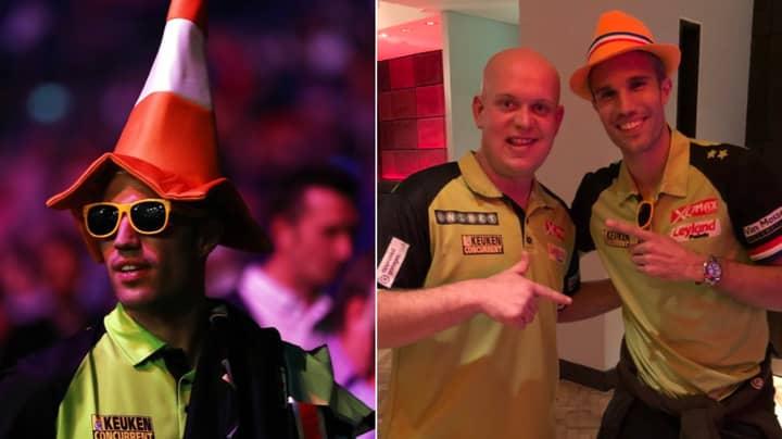 Robin van Persie Turns Up At The Darts In Fancy Dress To Support Michael van Gerwen