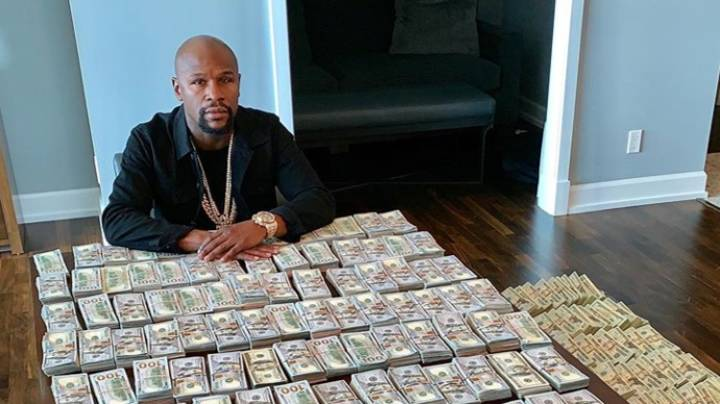 Floyd Mayweather Hits Back At 'Brag' Critics By Posing With Loads Of Cash