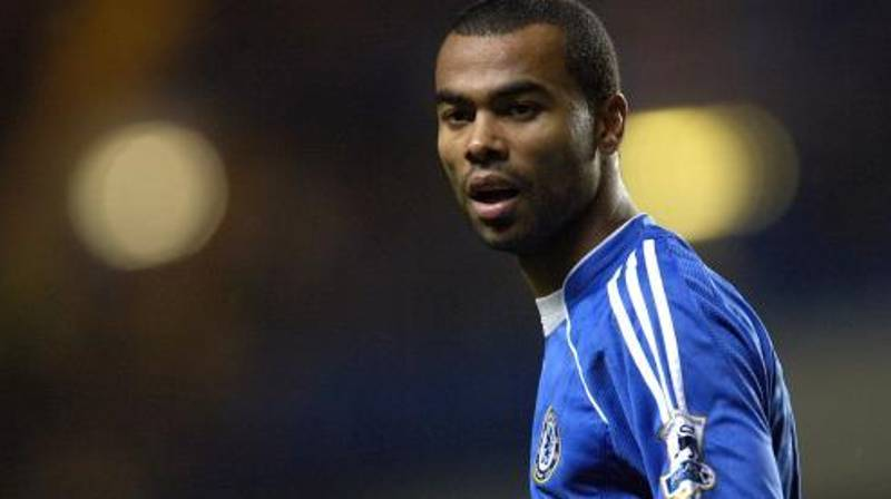 Ashley Cole Ruins Arsenal Fan After He Brings Up THAT Contract Offer