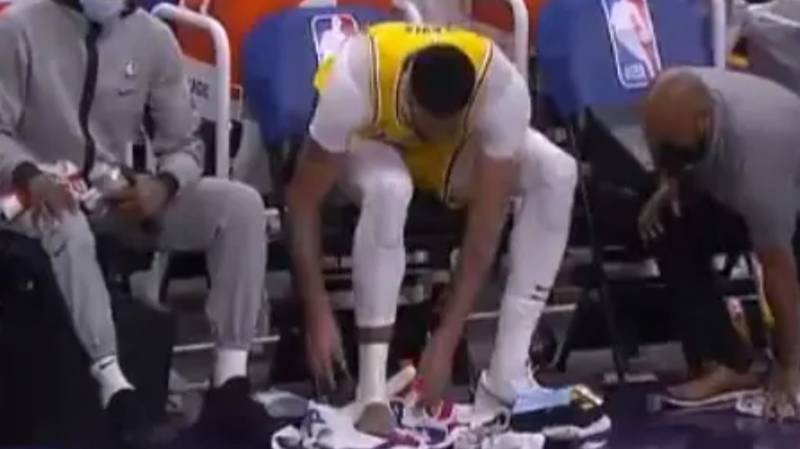 Anthony Davis Roasted By NBA Fans For Clipping His Toe Nails On The Court