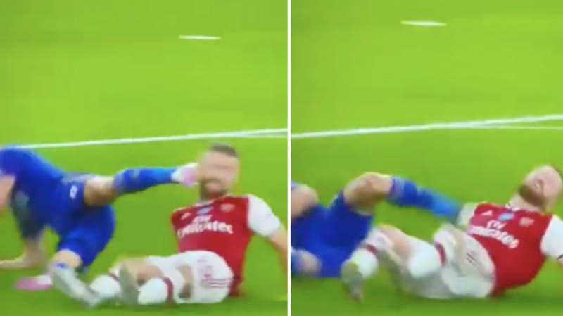 Fans Think Jamie Vardy Intentionally Kicked Shkodran Mustafi In The Face