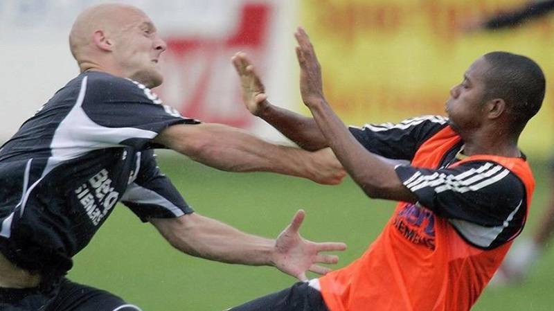 12 Years Ago This Week Thomas Gravesen Tried To Deck Robinho In Real Madrid Training