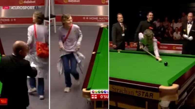 The Time Ronnie O'Sullivan Lets Pitch Invader Take Shot On The Black