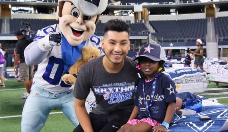 Dallas Cowboys Hold 'Hope To Dream' Sleepover At Stadium