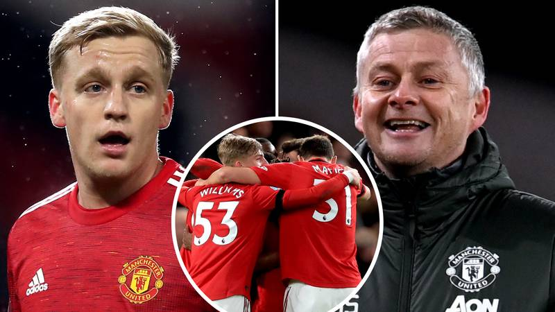 Manchester United Stars Accused Of 'Overlooking' Teammate Donny Van De Beek